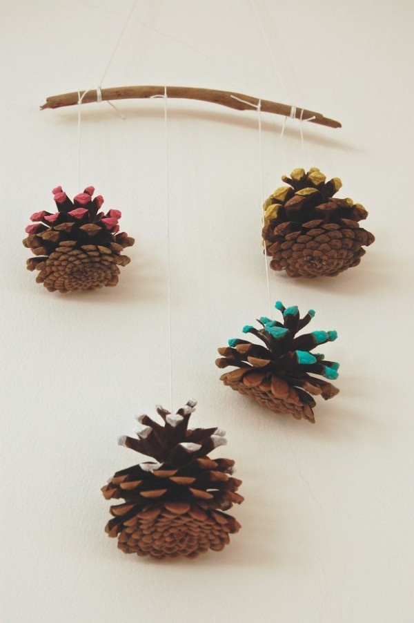 easy winter painted pine cone tutorial...lapinblu.com