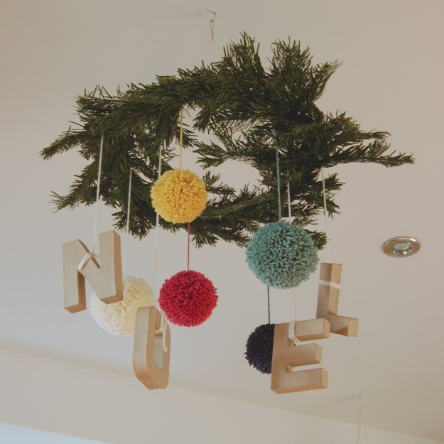 merry & bright christmas hanging wreath centrepiece ~ lapinblu.com