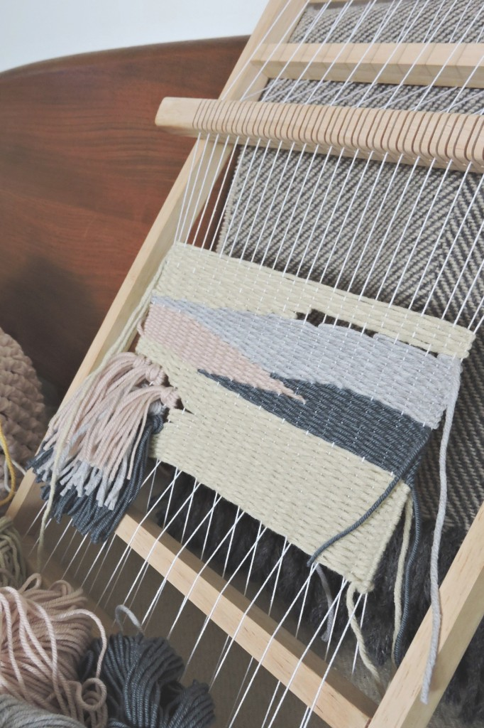 lap-loom-weaving-lapinblu