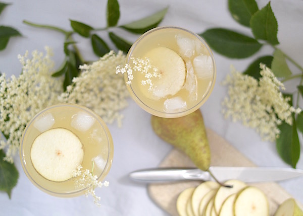 Rose & Grey's cocktail glasses are perfect for this summer pear & elderflower syrup champagne cocktail