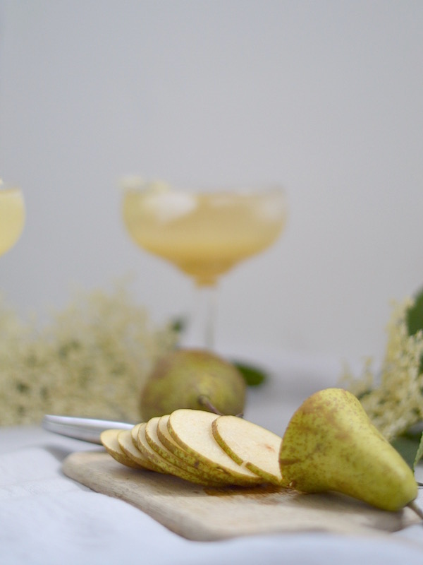 pear & elderflower syrup champagne cocktail recipe